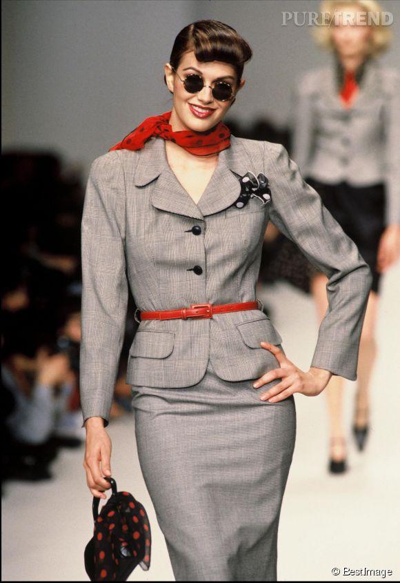 Helena Noguerra défile pour la maison Lolita Lempicka en 1995. Un premier podium remarqué, qui fera d'elle un top à part dans l'univers de la mode.