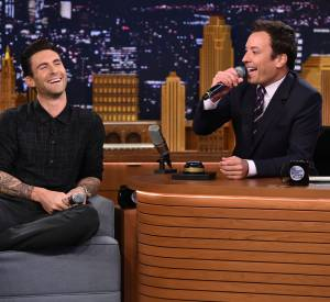 """Adam Levine invité sur le plateau du """"Tonight Show"""" avec Jimmy Fallon."""