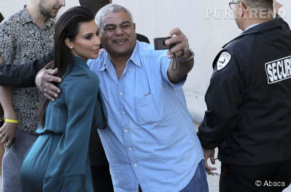 Kim Kardashian maîtrise la duckface.