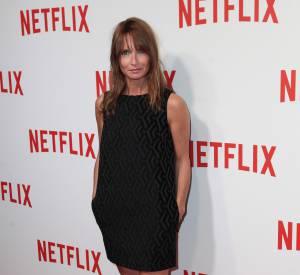 À 44 ans, Axelle Laffont assure en petite robe noire et boots rock'n'roll. Un look joliment orchestré !