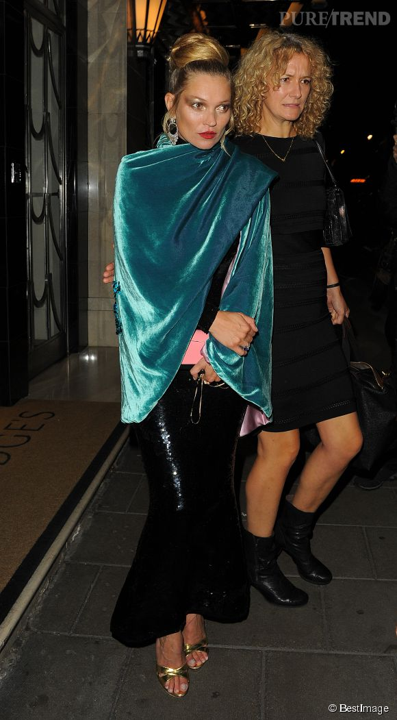 Kate Moss opte pour une tenue incroyable.
