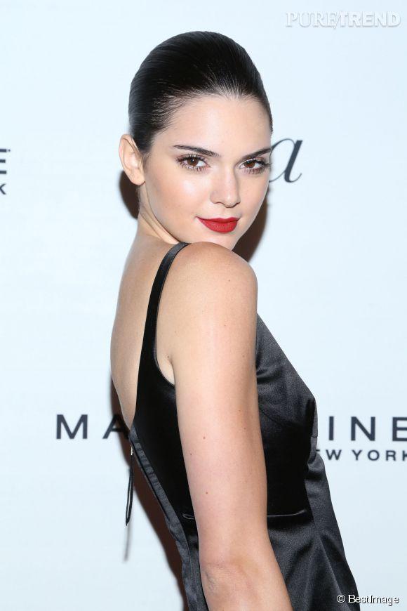 """Kendall Jenner """"pistonnée"""" ? Les autres mannequins lui mènent la vie dure."""