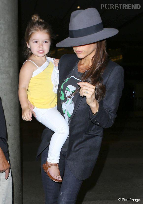 Le magazine  Bunte  se plait à comparer le physique de Victoria Beckham et de sa fille, Harper. Creepy.