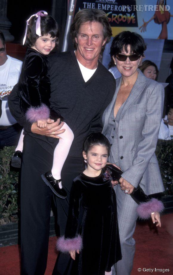 Kendall et Kylie Jenner avec leurs parents Bruce et Kris Jenner en 2000.