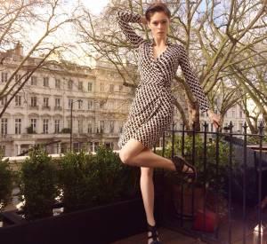 Le top Coco Rocha, elle aussi séduite par la robe portefeuille de Diane von Furstenberg.
