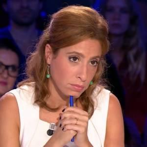 """Léa Salamé n'a pas perdu son sang-froid face aux moqueries de Jean-Luc Mélenchon, ce samedi 18 octobre 2014 dans """"On n'est pas couché"""" sur France 2."""