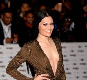 En plus de se faire remarquer côté tenue, elle est repartie avec le prix de la meilleure artiste féminine.