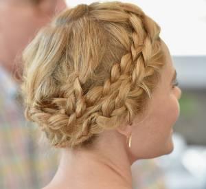 La couronne de tresses est un grand classique de la coiffure de mariée. Elle est bohème et romantique mais reste assez sophistiquée. Une double couronne de tresses aussi élaborée que celle de Kate Bosworth permet de choisir un maquillage léger et naturel.