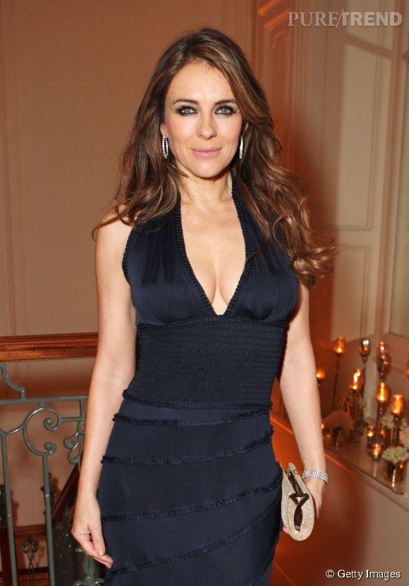 Liz Hurley, sexy en diable hier pour un dîner de charité organisé à Londres.