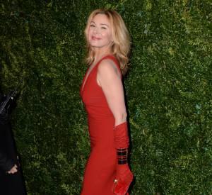Kim Cattrall, une femme ultra glamour aux Evening Standard Theatre Awards, ce dimanche 30 novembre 2014.