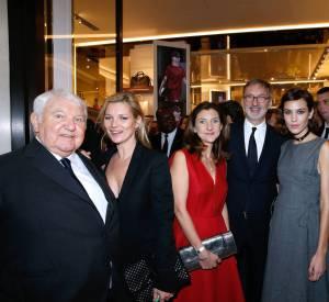 De gauche à droite : Philippe Cassegrain, Kate Moss, Sophie Delafontaine, Jean Cassegrain et Alexa Chung à l'inauguration de la boutique Longchamp sur les Champs-Elysées le 4 décembre 2014.