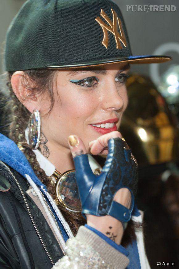 Charlotte Casiraghi a choisi un costume haut en couleur pour le parcours d'exhibition des Gucci Masters 2014. La jeune maman sait être fun !