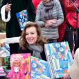 Valérie Trierweiler lors de la distribution des cadeaux de Noël aux enfants du Secours Populaire ce dimanche 21 décembre 2014.