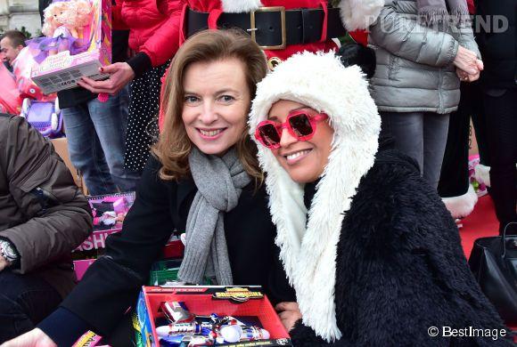 Valérie Trierweiler et Lââm, deux mères Noël mobilisées pour le Noël des enfants du Secours Populaire, ce dimanche 21 décembre 2014.