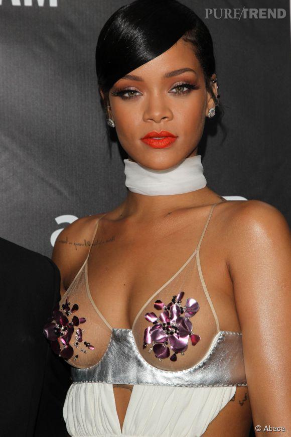 Rihanna en bikini pour fêter Noël.