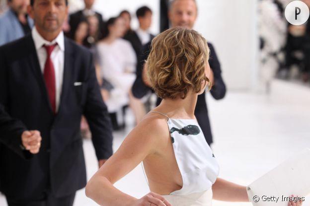 Jennifer Lawrence et son fameux side boob chez Dior le 7 juillet 2014.