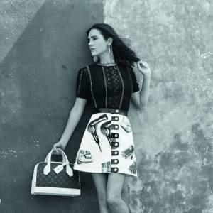 Campagne Printemps-Été 2015 Louis Vuitton signée à gauche par Bruce Weber avec Jennifer Connelly et à droite par Juergen Teller.