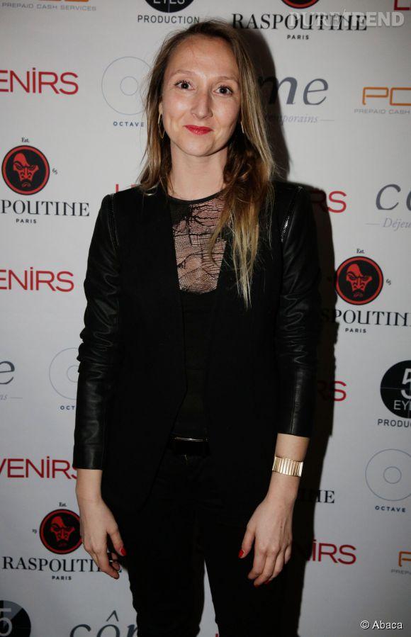 Audrey Lamy adopte le total look noir avec un zeste de transparence. Elle est de plus en plus calée en mode !