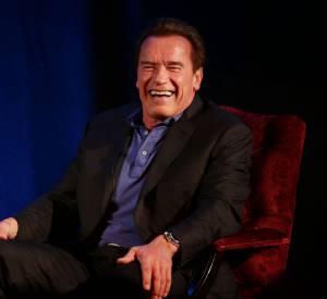 """Arnold Schwarzenegger attend de pied ferme une caricature de lui dans Charlie Hebdo. """"Je sais que vous ne pourrez pas vous en empêcher"""", a-t-il tweeté."""