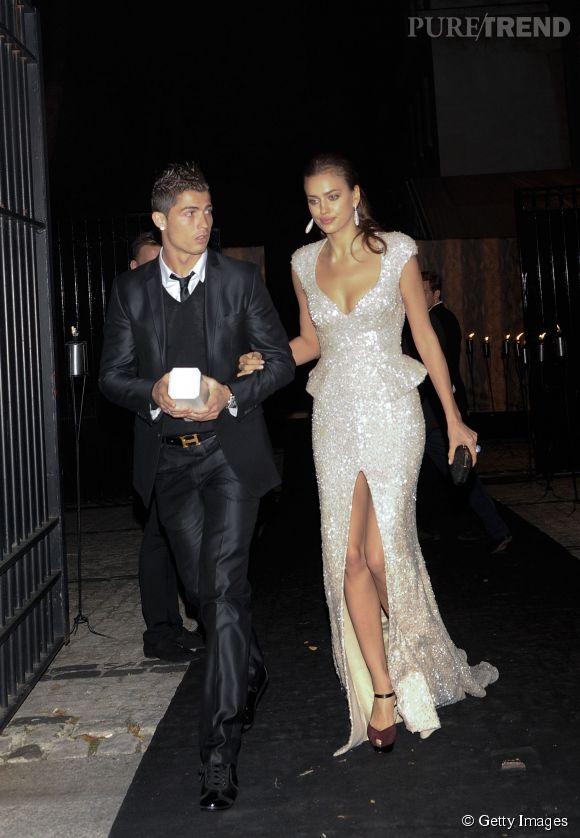 Irina Shayk et Cristiano Ronaldo lors du gala  Prix de la Mode 2011 par  Marie-Claire . Arrivée très chic à l'ambassade de France à Madrid.