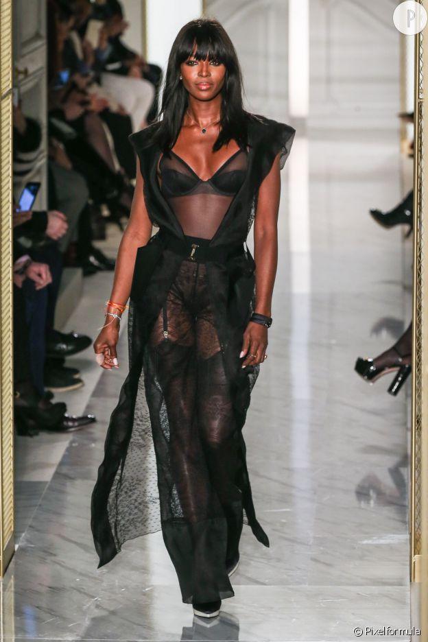 Naomi Campbell prouve qu'elle n'a rien à prouver à 44 ans chez La Perla.