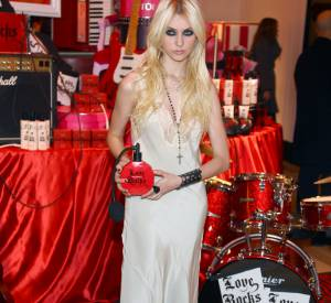 La nuisette est aussi la tocade mode des filles les plus sulfureuses à l'image de Taylor Momsen.