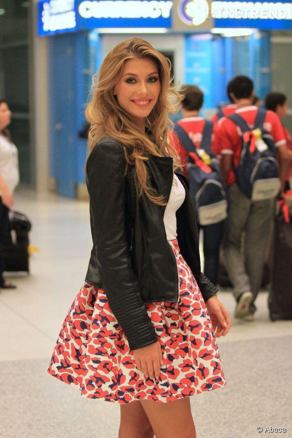 Camille Cerf divine même à l'aéroport.