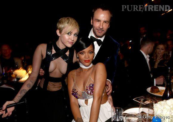 Miley Cyrus habillée en Tom Ford, aux côtés du créateur et de Rihanna.