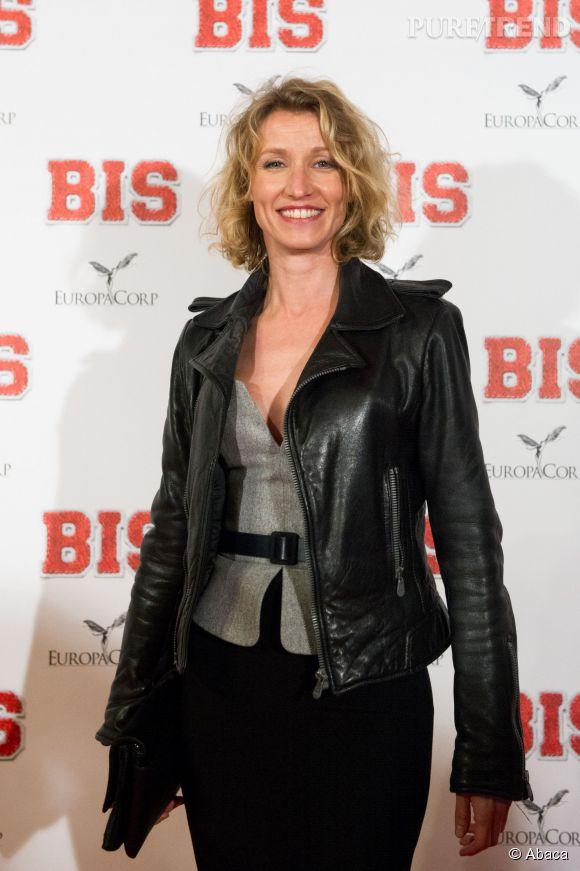 """Alexandra Lamy avait misé pour un look chic et rock lors de la première du film """"Bis"""", ce mardi 10 février 2015."""