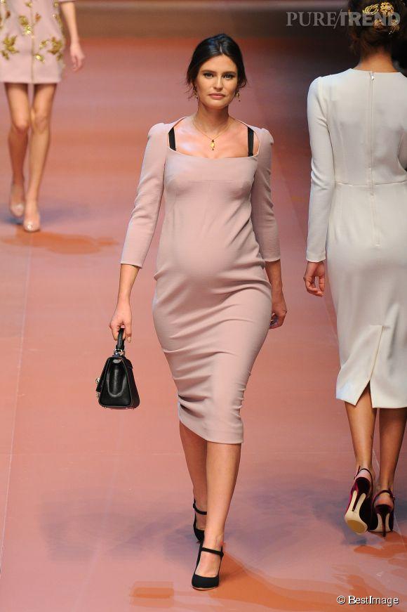 Bianca Balti défile pour Dolce & Gabbana Automne-Hiver 2015/2016.