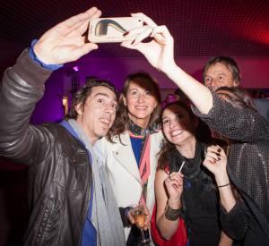 Ségolène Royal s'est prêtée au jeu des selfies hier soir.