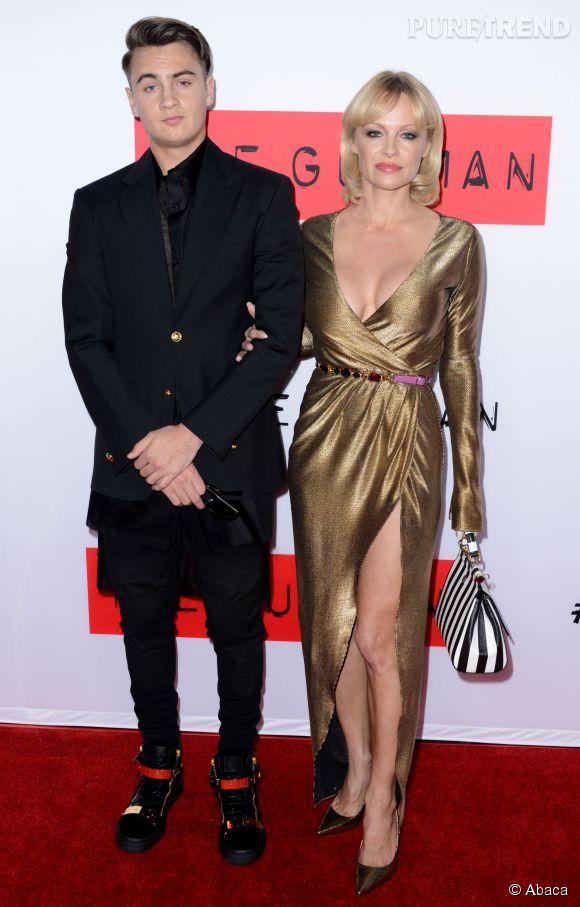 Pamela Anderson a pourtant essayé de garder la tête haute. Cette semaine, c'est avec son fils Brandon qu'elle arpentait fièrement le tapis rouge.