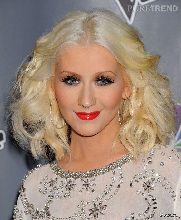 Christina Aguilera passe au brun et révolutionne son style !