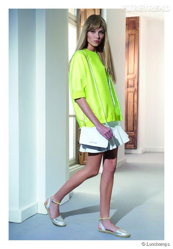 Longchamp Printemps-Eté 2015. Blouson en satin à 390 euros. Jupe piqué de coton à 190 euros. Espadrilles 150 euros.