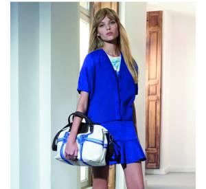 Longchamp Printemps-Eté 2015.Cardigan en maille à 250 euros.Jupe en lin mélangée à 180 euros.Baskets en cuir et toile à 270 euros.
