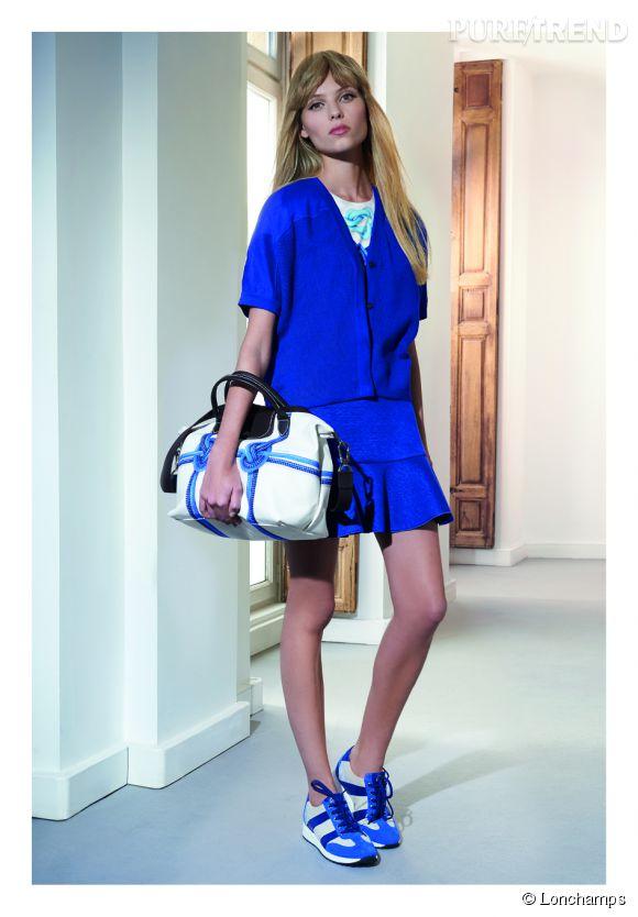 Longchamp Printemps-Eté 2015. Cardigan en maille à 250 euros. Jupe en lin mélangée à 180 euros. Baskets en cuir et toile à 270 euros.