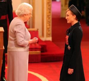 Kristin Scott Thomas, quelque peu figée face à la reine.