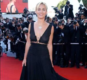 Judith Godrèche en robe très transparente à Cannes en 2003. De quoi faire tourner les têtes.