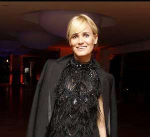 """Transparence et paillettes permettent à l'actrice de séduire lors de la soirée """"Elle Dior"""" en 2010."""