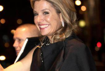Reine Maxima des Pays-Bas : divine mélomane en robe noire satinée
