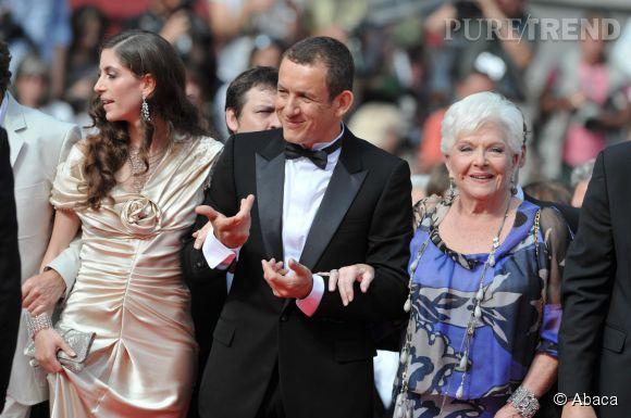 """Dany Boon aux côtés de deux des femme de sa vie, sa femme Yaël et Line Renaud, sa mère dans le film """"Bienvenue chez les Ch'tis""""."""