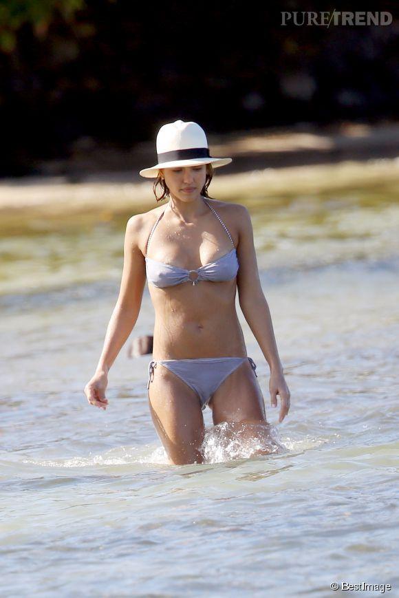 Jessica Alba bombesque sur les plages de Saint-Barthélemy