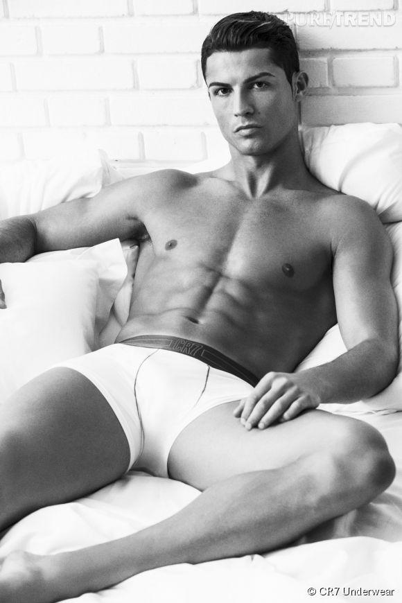 Cristiano Ronaldo nous montre ses abdos pour CR7 Underwear.