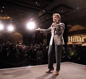 En mars 2007, Hillary Clinton alors candidate à l'élection présidentielle des États-Unis de 2008, donne un discours à Washington.