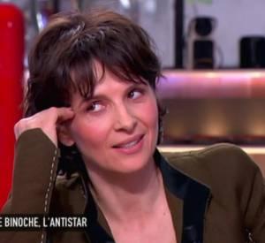 """Juliette Binoche sur le plateau de l'émission """"C à vous"""" ce lundi 4 mai 2015."""