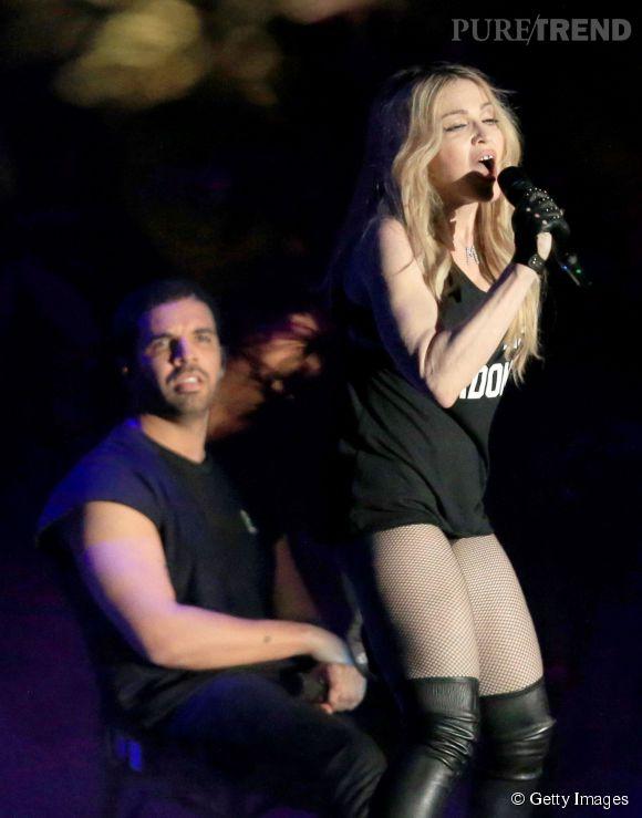 Drake n'a pas vraiment l'air d'avoir apprécié de baiser forcé.
