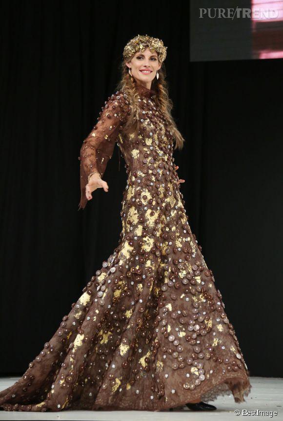 Sophie Thalmann au salon du chocolat 2014. L'ancienne reine de beauté n'a rien perdu de sa superbe, 17 ans après son règne de Miss France !