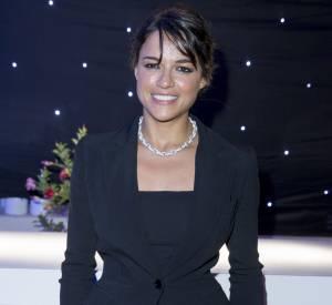 Michelle Rodriguez en Elie Saab et bijoux Swarovski.