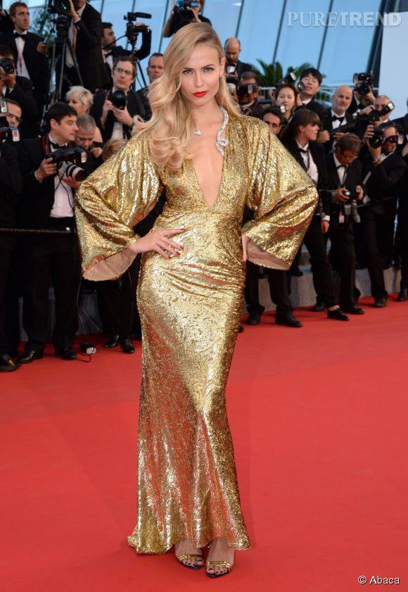 Rien a dire, la plus sexy du Festival de Cannes samedi 16 mai c'était elle. Natasha Poly, égérie L'Oréal Paris, a été bien inspirée en choisissant cette robe dorée au décolleté plongeant et ce collier signé Boucheron.