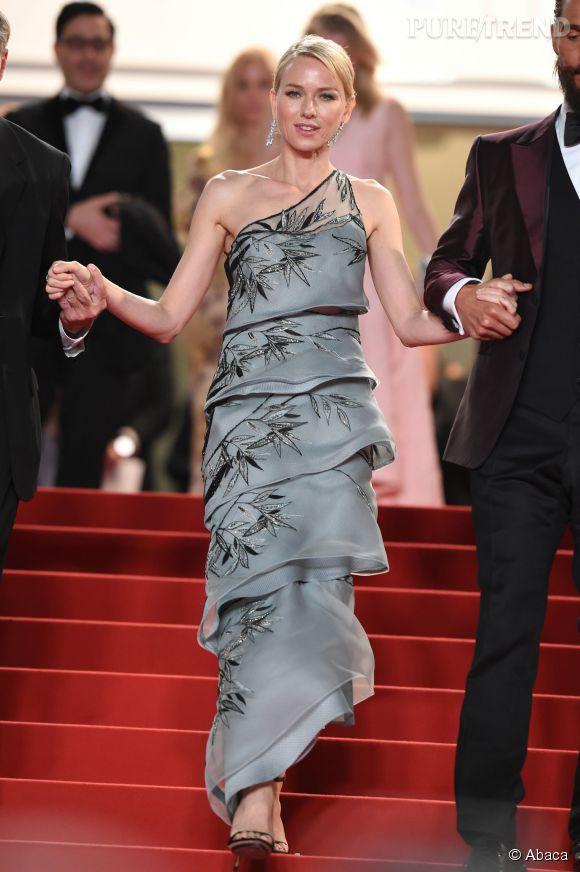Naomi Watts toujours aussi incroyable le soir, samedi 15 mai 2015 au Festival de Cannes.